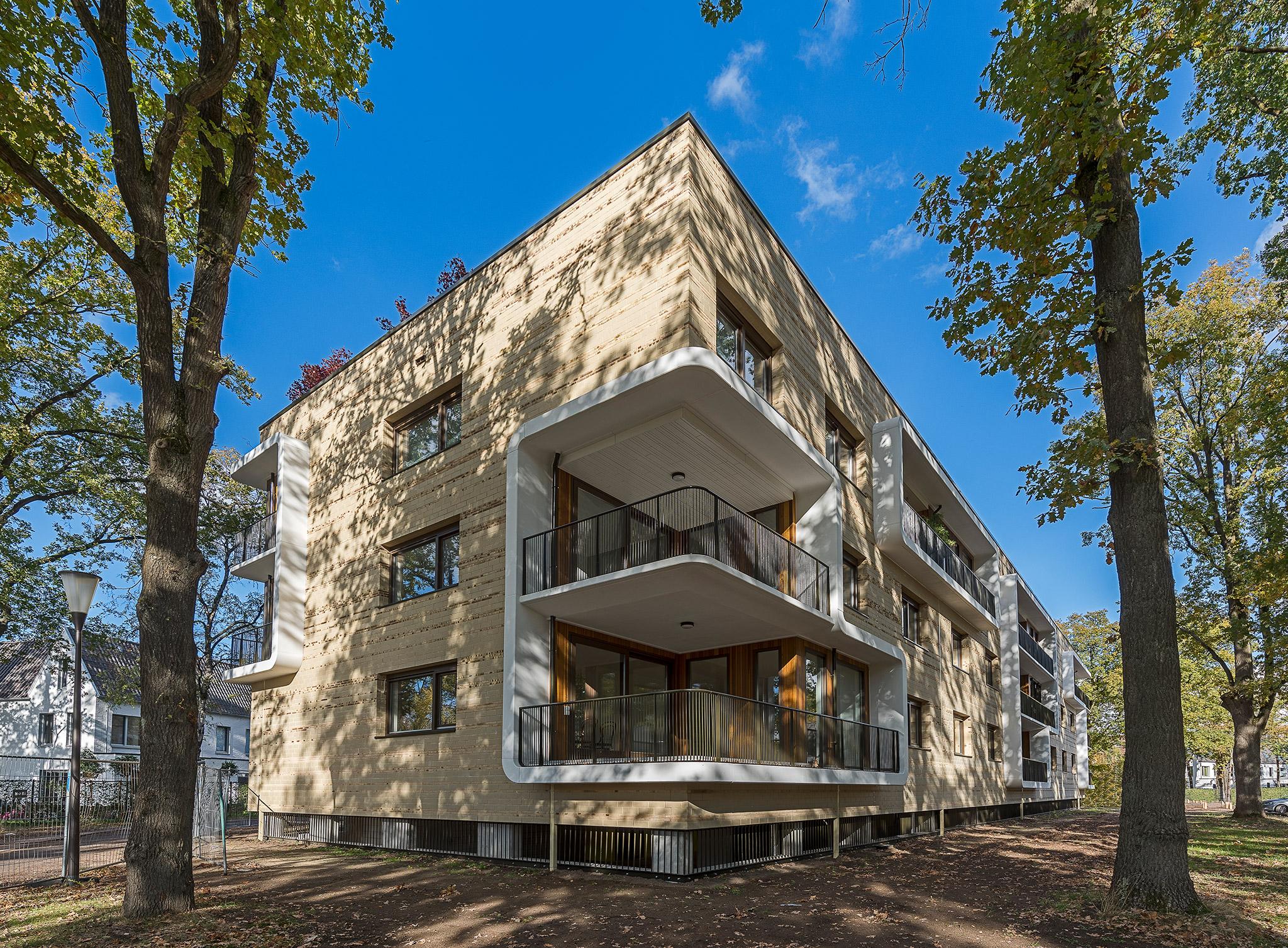 Simone-Drost-Architecture-Planet-Lab-Architecture-Appartementen-Stadhouderspark-Vught-zijgevel-met-balkons